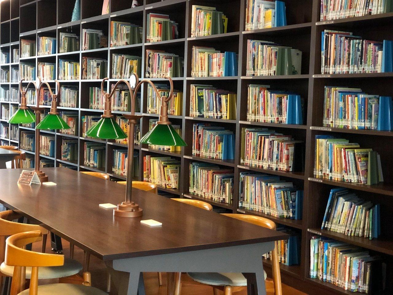 大東藝術圖書館環境古典而優美,營造藝術閱讀氛圍。 圖擷自大東藝術圖書館臉書