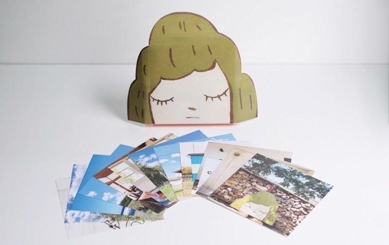 奈良美智作品《旅行的山子》早前曾推出明信片套組,不知道高雄場展出的周邊商品會不會有? 圖片來源/eBay