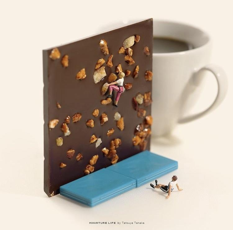 《Olympics Selection》巧克力磚上的堅果變成攀岩場。 圖片來源/@tanaka_tatsuya IG