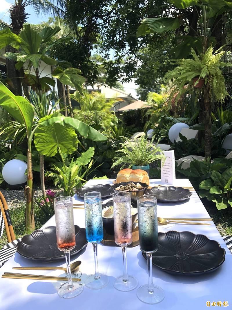 雨林中的餐桌別有情調。(記者羅欣貞攝)